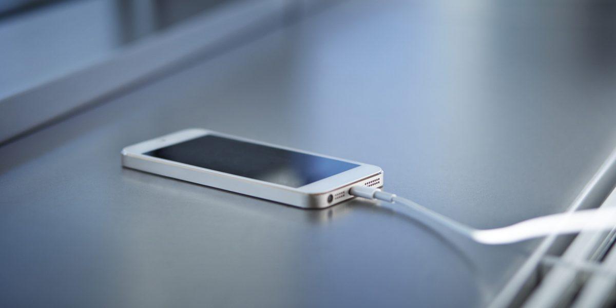 Beli Handphone Baru Wajib Cas Selama 8 Jam Fakta Atau Auta Remaja